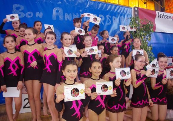 Collection de diplômes d'or et d'argent pour les gymnastes de Pignan en circuit Jeunesse